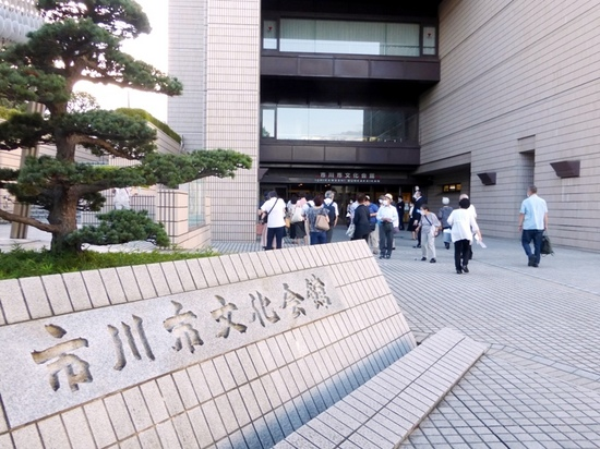 #03市川文化会館正面入口P268.jpg