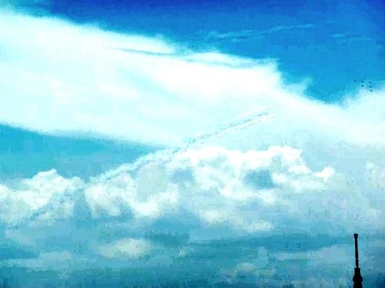 #04ブルーインパルス東京スカイツリー上空.jpg