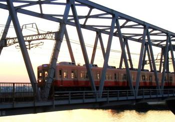 #09鉄橋を渡る京成電車G2582.jpg