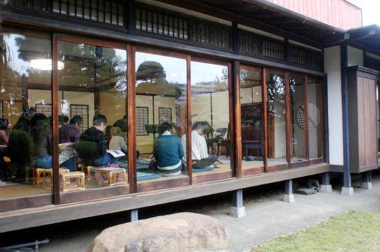 #17旧片桐邸演奏会(庭から)・千葉観光WEB.jpg