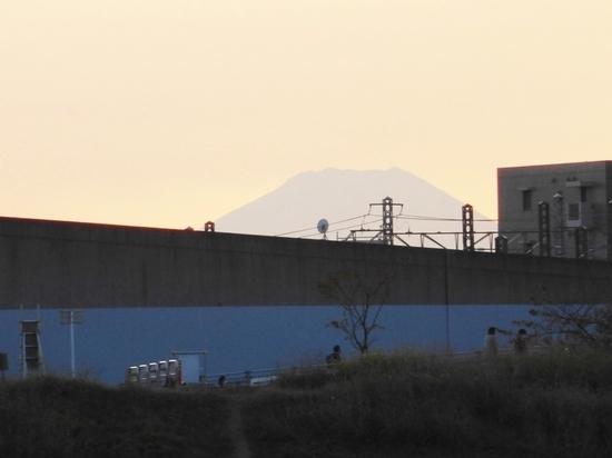 #18江戸川対岸と富士山②16時39分P513.jpg